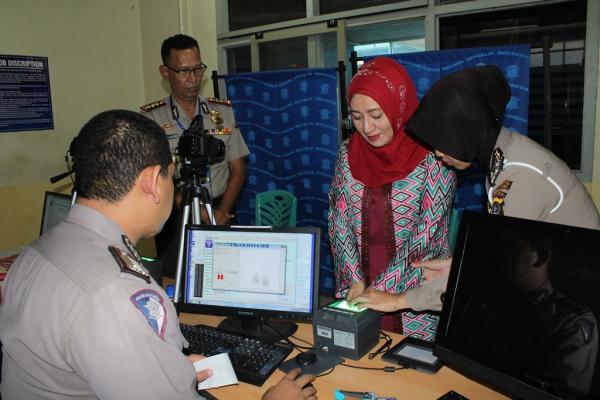 Istri Kapolda Aceh Pun Ikut Antri Urus Perpanjangan SIM