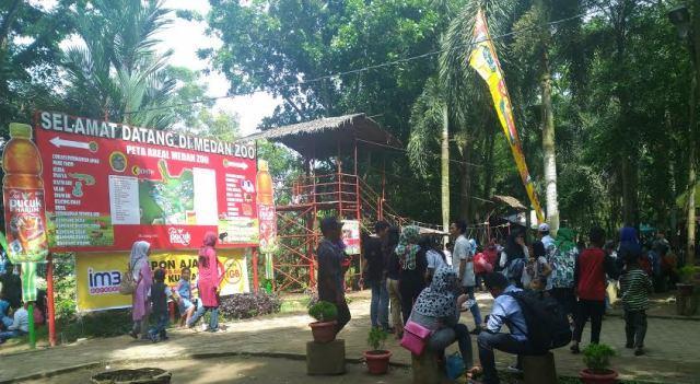 Hari Libur, Warga Ramai Kunjungi Kebun Binatang Medan