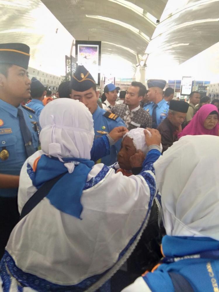 Enam Jemaah Umrah Terjatuh dari Eskalator Bandara Kualanamu