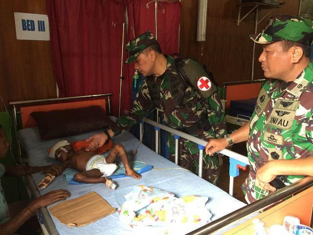 Satgas Kesehatan TNI Bantu Warga Asmat Terkena Wabah Penyakit