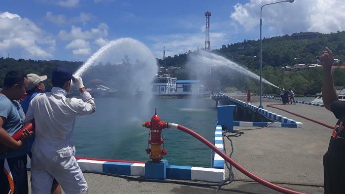 Bakamla RI Simulasi Pemadam Kebakaran di Pangkalan Armada Ambon