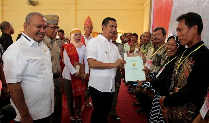Wali Kota Pematangsiantar dan BPN Bagikan 300 Sertifikat Tanah kepada Warga