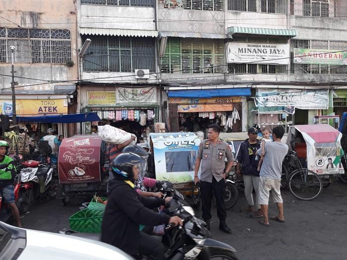 Polsek Medan Area Tertibkan Lapak Pedagang di Pasar Sukaramai