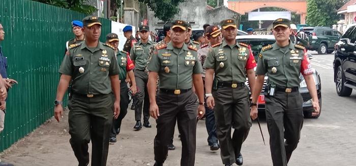 Pangdam dan Kasrem 082/CPYJ Dampingi Kunjungan Wapres RI Ma'ruf Amin di Jombang