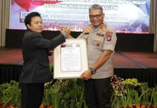 Kasus Pembunuhan Hakim PN Medan Terungkap, Kapolda Sumut Martuani Sormin Terima Penghargaan