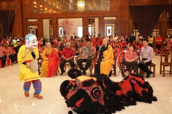 Hari Raya Imlek, Bupati bersama Kapolres Asahan Kunjungi Wihara dan Panti Jompo