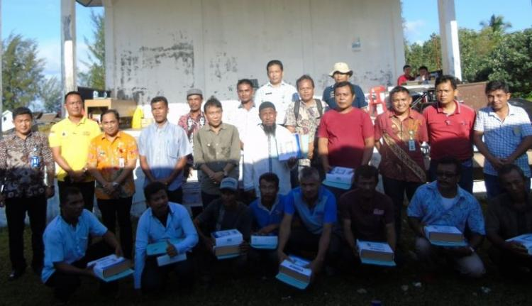Pemkab Nias Utara Serahkan Bantuan Sarana Penangkapan Ikan kepada Nelayan