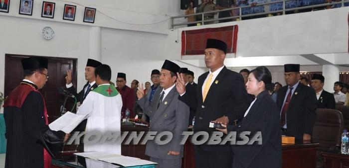 Effendi Napitupulu Diambil Sumpah sebagai Ketua DPRD Kabupaten Tobasa