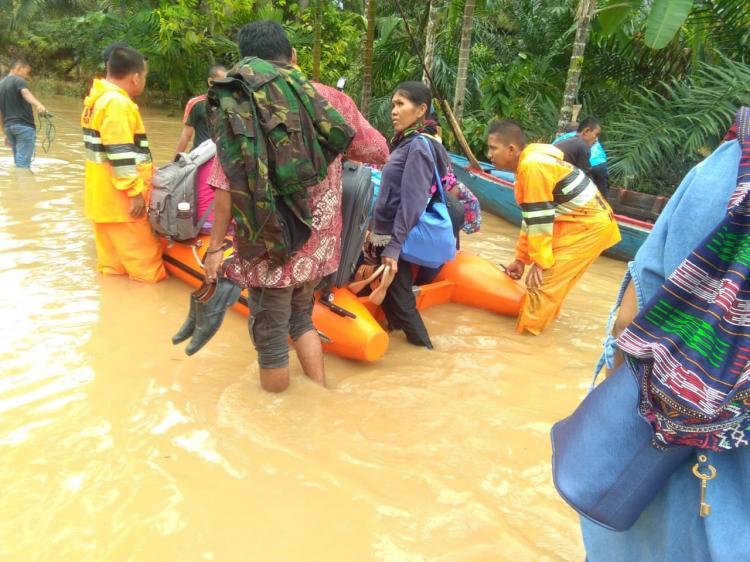 Tapanuli Tengah Dilanda Banjir, 6 Orang Meninggal, Tiga Orang Masih Hilang