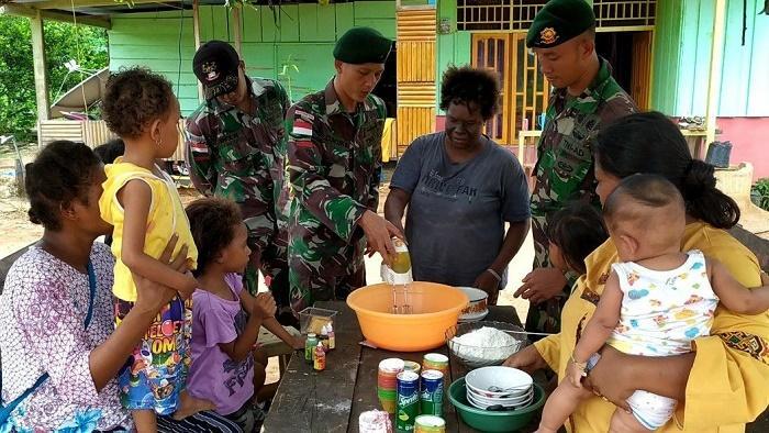 Mama Papua Belajar Bikin Kue dari Prajurit TNI Penjaga Perbatasan RI-PNG