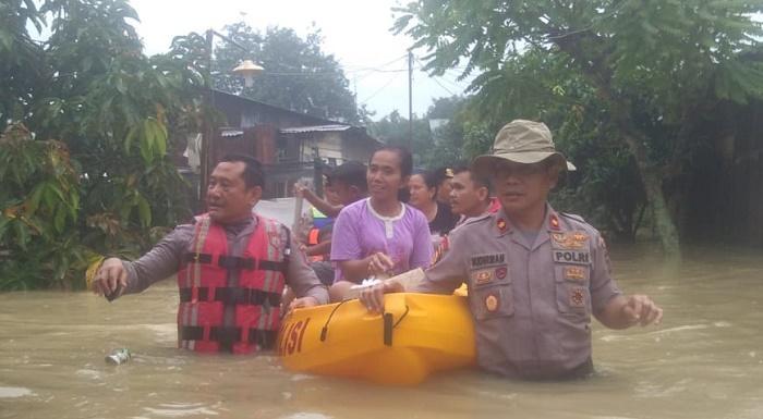 Tim Gabungan Bantu Korban Banjir di Desa Tanjung Morawa, Deli Serdang