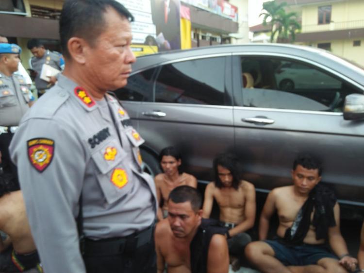 Satuan Sabhara Polrestabes Medan Gempur Kampung Narkoba di Sei Mencirim