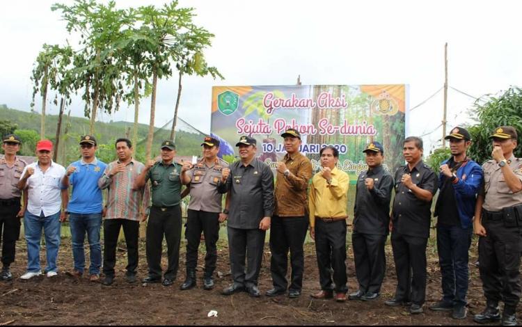 Dukung Penghijauan, Walikota Padangsidimpuan Hadiri Acara Penanaman Pohon