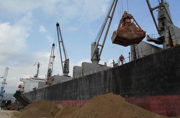 Pelindo 1 Ekspor Tanah Pozzolan ke Bangladesh