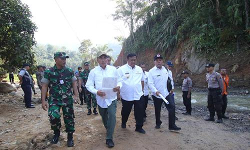 Gubernur Sumut Tinjau Lokasi Banjir Bandang Labura, Segera Relokasi Rumah Penduduk dan Bangun Infrastruktur