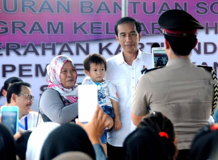 Presiden Jokowi Luncurkan Tiga Program Bantuan Tunai Se-Indonesia Tahun 2021