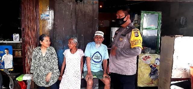 Tersesat di Jalan Pulang, Petugas Polsek Medan Baru Antar Nek Leni Kembali ke Rumahnya