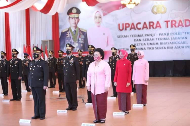 Serah Terima Jabatan Kapolri, Kapolda Sumut dan Ketua Bhayangkari Sumut Ikuti Upacara secara Virtual