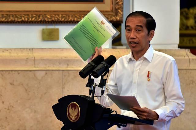 Presiden Jokowi Serahkan 2.929 SK Perhutanan Sosial se-Indonesia di Istana Negara
