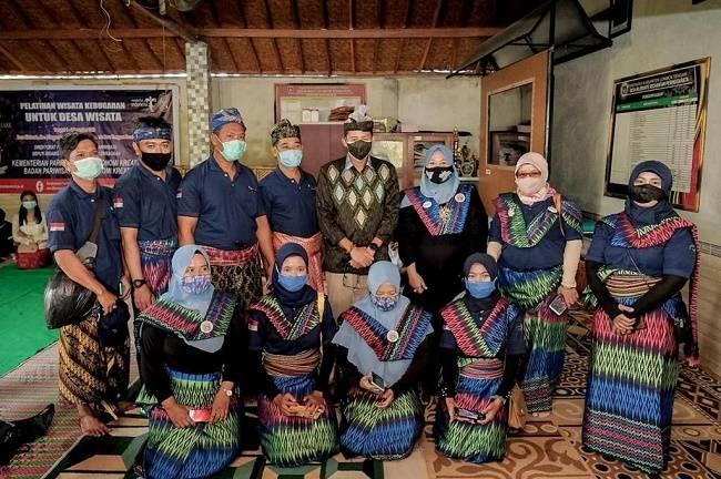 Jelang MotoGp di Indonesia, Menparekraf Dorong Daya Tarik Desa Wisata Bilebante Lombok Diperkuat