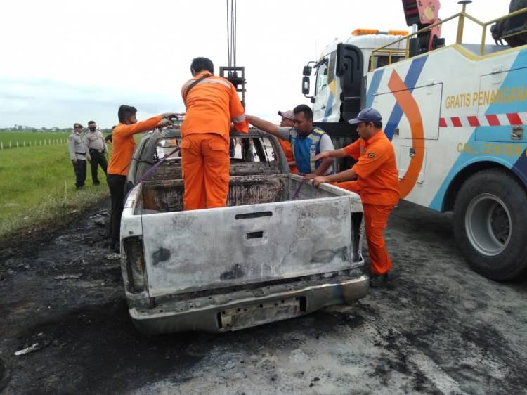 Mobil Dinas BPPRD Batubara Hangus Terbakar di Jalan Tol Medan-Tebing Tinggi