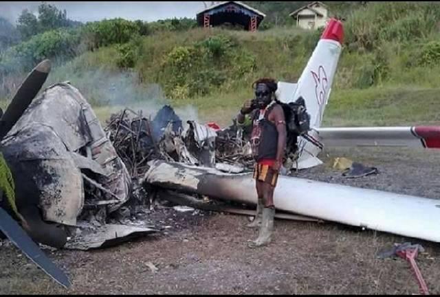 Dampak Pembakaran Pesawat oleh OPM di Papua, Maskapai Keluarkan Zona Merah Larangan Terbang