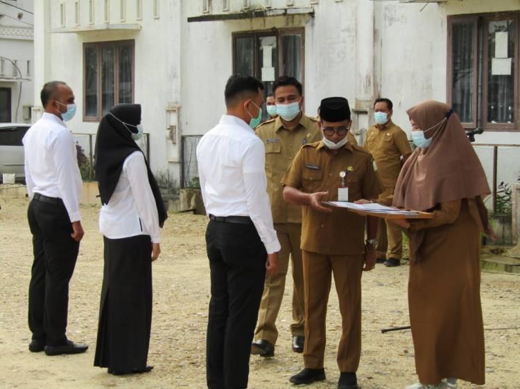 Sekda Aceh Timur Serahkan 64 SK CPNS