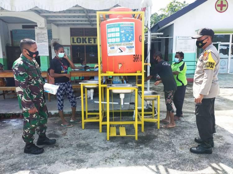 Babinsa Monitoring Kapatuhan Warga Terhadap Prokes Covid-19