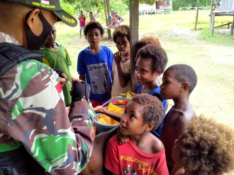 Satgas Yonif MR 413 Kostrad Gencarkan Pengobatan Keliling di Kampung Perbatasan RI-PNG