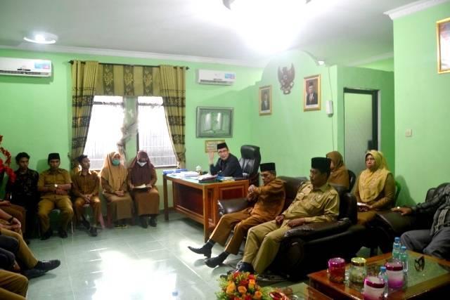 Jaga Nama Baik Kementerian Agama, Kepala Kantor Kemenag Tanjungbalai Gelar Rapat Pembinaan Pegawai Honorer