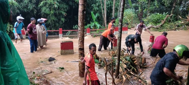 Luapan Sungai Kali Paruk Sebabkan Banjir di Kabupaten Banyumas