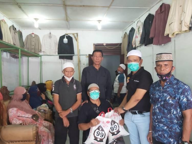 Melayat ke Rumah Duka, Ketua Pewarta Berikan Santunan untuk Keluarga Almarhum Herman Koto