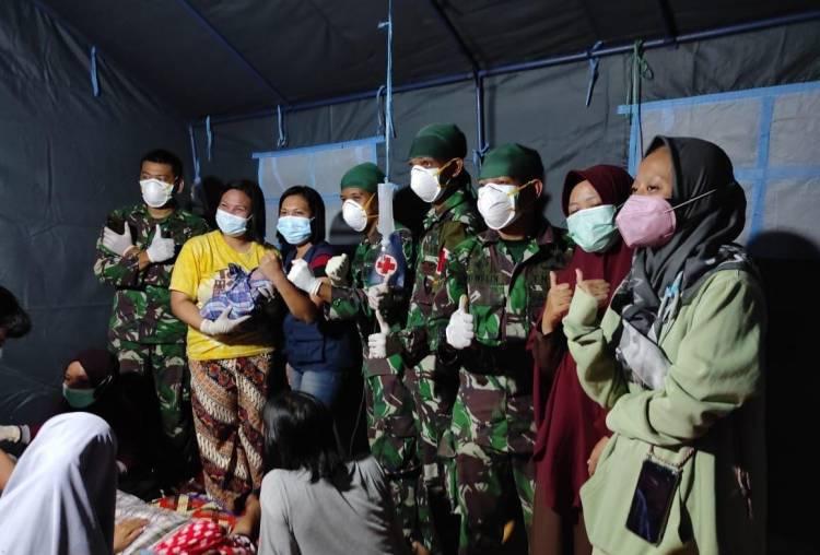 Satgas Kesehatan TNI Bantu Proses Persalinan Warga Korban Bencana di Tenda Posko Gempa Sulbar