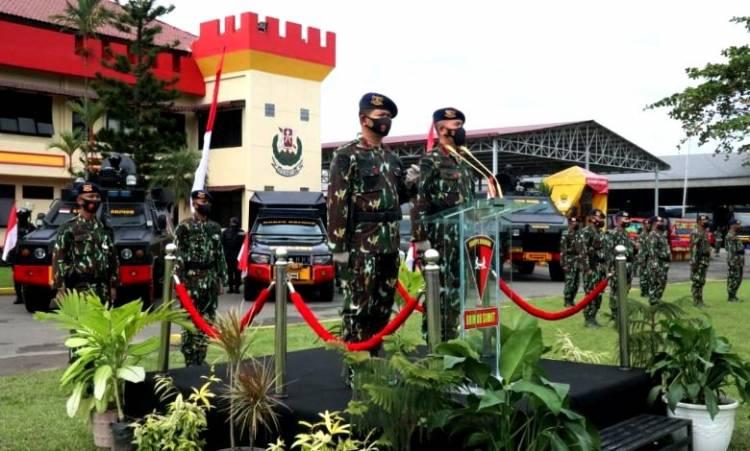 Brimob Polda Sumut Gelar Upacara Welcome dan Farewell Parade dari Kombes Pol Abu Bakar Tertusi kepada Kombes Pol Suheru