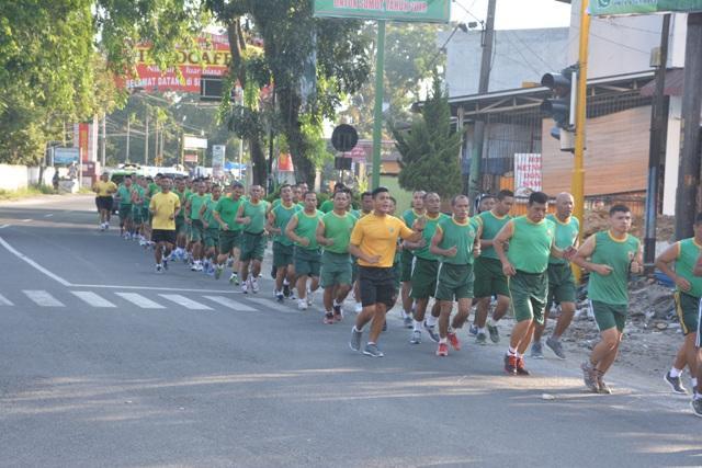 Prajurit Korem 022/Pantai Timur Berlari Keliling Kota Pematang Siantar