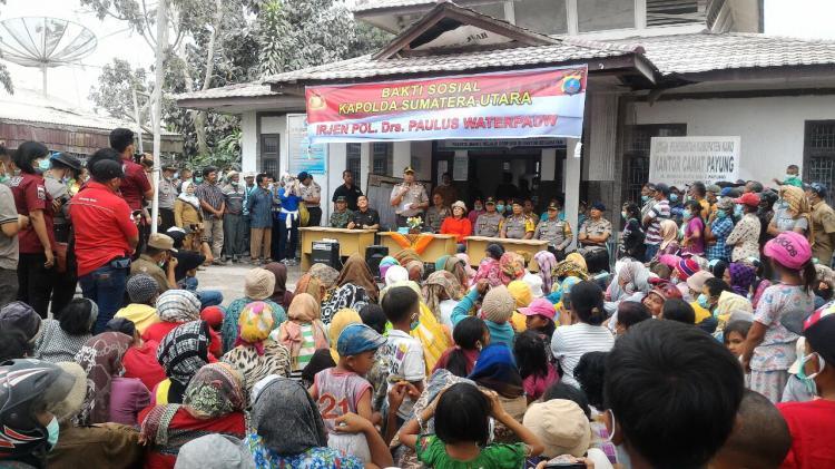 Kapolda Sumut Beri Bantuan Sembako kepada 700 Warga Desa Payung