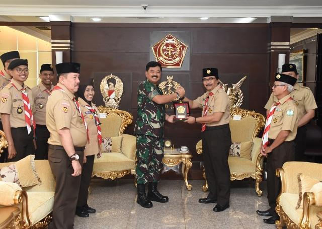 Panglima TNI Terima Ketua Kwarnas Gerakan Pramuka