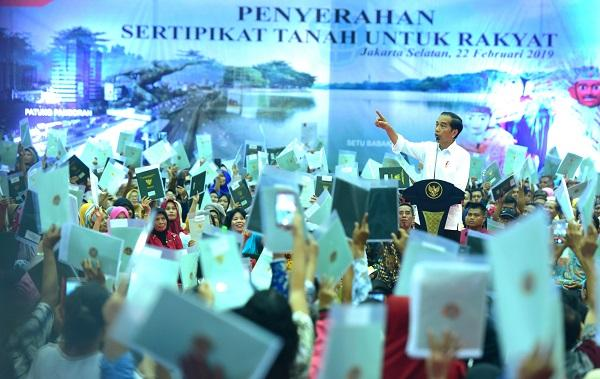 Presiden Jokowi: Silahkan Yang Ngomong Bagi-Bagi Sertifikat Enggak Ada Gunanya