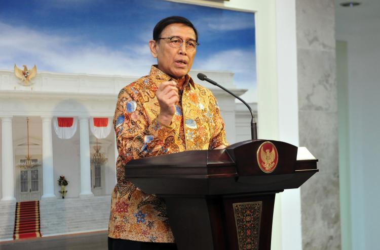 Jamin Pemilu Aman, Menko Polhukam Imbau Masyarakat Tetap Tinggal di Indonesia