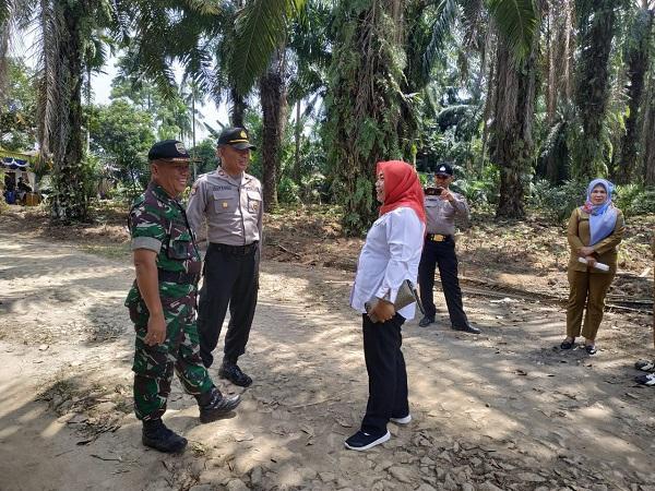 Danramil 06/Perdagangan dan Kapolsek Perdagangan Tinjau Lokasi Longsor di Simalungun