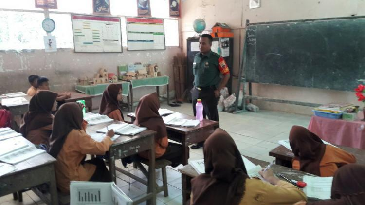 Kenalkan Pancasila dan NKRI, Babinsa 06 Bahorok Berikan Wawasan Kebangsaan ke Sekolah
