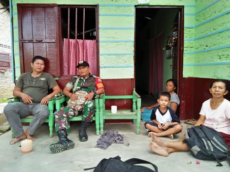 Dekat dengan Masyarakat Desa Binaan, Personel Koramil 01/SU Laksanakan Komsos di Siantar Martoba