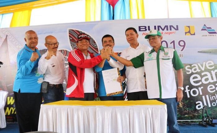 PT Inalum, Perum Jasa Tirta I dan Pemkab Samosir Tandatangani Perjanjian Kerjasama Tripartit Tentang Konservasi Danau Toba
