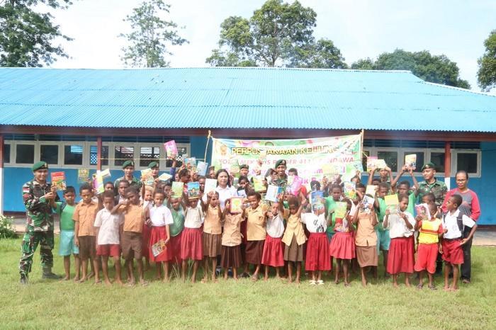 Perpustakaan Keliling TNI Diramaikan Siswa SD YPK Toray Merauke