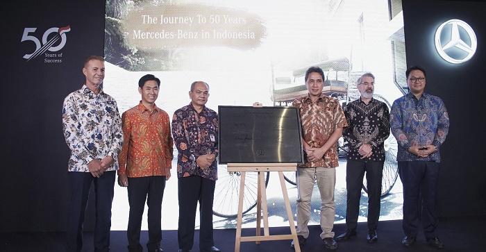 Mercedes-Benz di Indonesia Serahkan Donasi Replika Benz Patent-Motorwagen ke Museum Nasional Indonesia