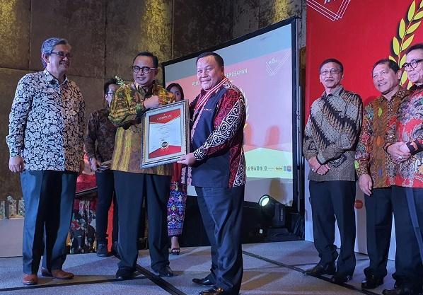Wali Kota Sibolga Terpilih sebagai Pemimpin Pembawa Perubahan untuk Indonesia 2020