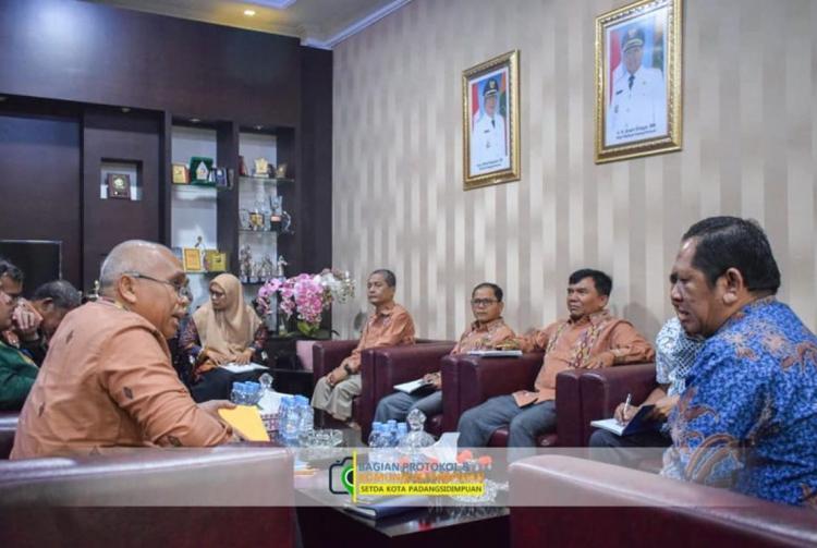 Walikota Padangsidimpuan Minta DRD Riset PKL dan PBB