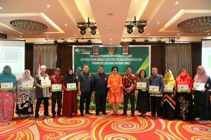 Sebanyak 10.000 Tenaga Kerja Rentan di Medan Terima Kartu BPJS Ketenagakerjaan