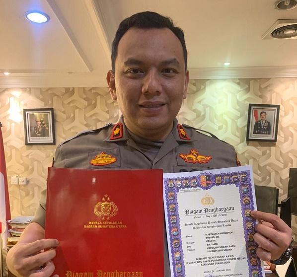 Kapolsek Medan Baru Terima Penghargaan dari Kapoldasu, Sukses Ungkap Pembunuhan Hakim PN Medan