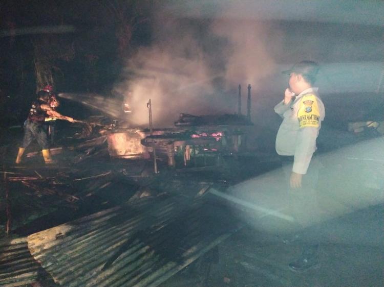 Dua Unit Rumah Semi Permanen di Sei Bamban Ludes Terbakar
